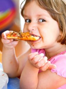 dziecko i pizza
